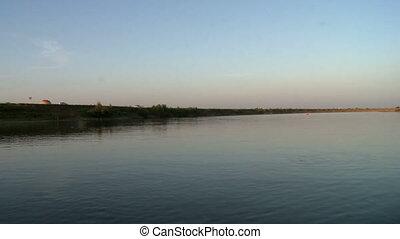 sommet, rivage, coucher soleil, pendant, rivière, vue