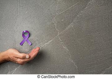 sommet violet, tenue, rubans, mains, vue