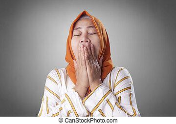 somnolent, musulman, dame, fatigué, bâiller