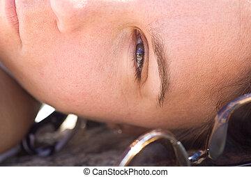 sonnegesicht, closeup, woman\'s, liegen, heraus