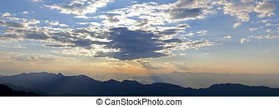 sonnenaufgang, aus, der, berge, thailand