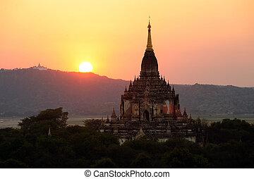 sonnenaufgang, aus, tempel, von, bagan, in, myanmar