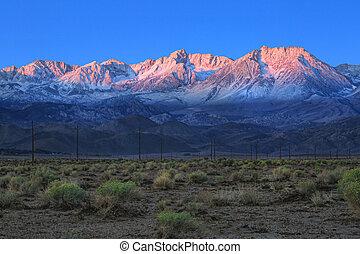 sonnenaufgang, in, der, sierra, berge, californa