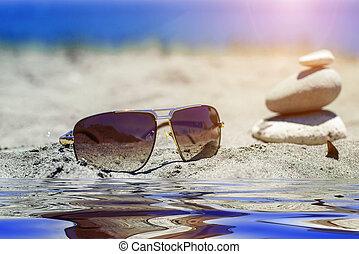 sonnenbrille, sand, bei, der, wasser