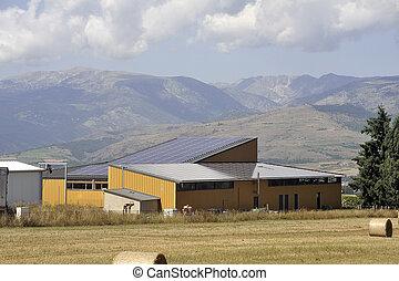 sonnenkollektoren, dach, von, a, groß, oberfläche, auf, a, bauernhof bauen