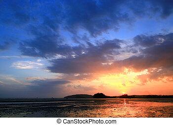 sonnenuntergang, an, sandstrand, thailand
