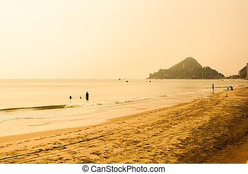 sonnenuntergang, an, tropische , sommer, sandstrand