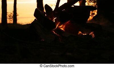 Sonnenuntergang, Lagerfeuer,  closeup