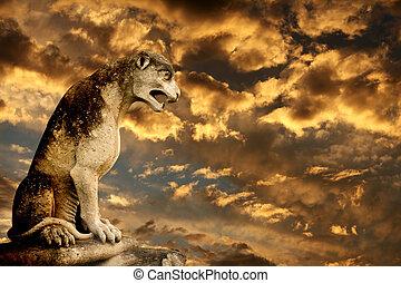 sonnenuntergang, uralt, löwe, statue, und, stürmen himmel