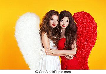 sonreír feliz, dos, atractivo, mujeres, llevando, en, ángel traje, con