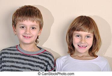 sonreír feliz, edad elemental, niño y niña