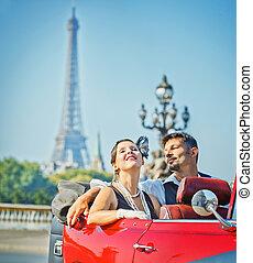 sonreír feliz, pareja, en, un, coche., romance, en, paris.