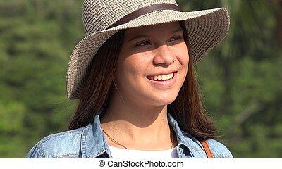 sonriente, adolescente niña, sombrero verano