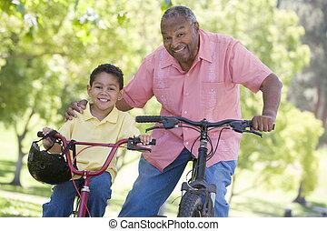 sonriente, bicicletas, aire libre, nieto, aduelo