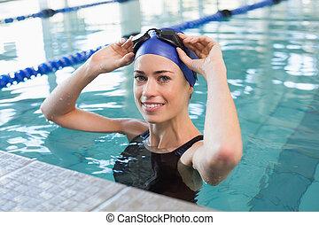sonriente, cámara, piscina, ataque, nadador