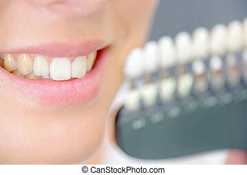 sonriente, dientes, dama, muestras, luego