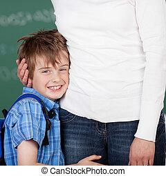 sonriente, estudiante masculino