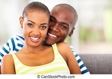 sonriente, joven, africano, pareja, enamorado