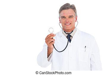 sonriente, médico con estetoscopio