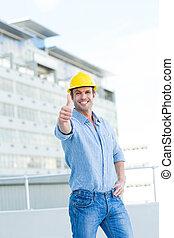 sonriente, macho, arquitecto, el gesticular, pulgares arriba