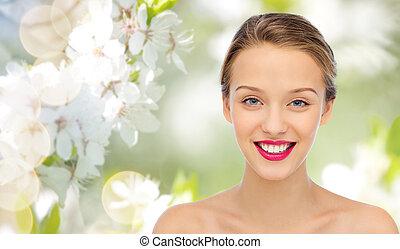 sonriente, mujer joven, cara, y, hombros