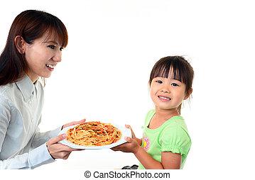 sonriente, niño con la madre
