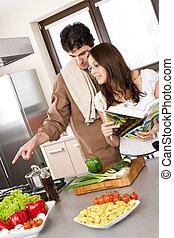 sonriente, pareja, en, moderno, cocina, cocinero, juntos
