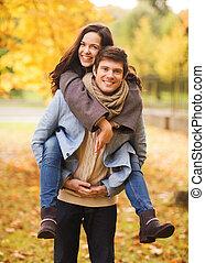 sonriente, pareja hugging, en, otoño, parque