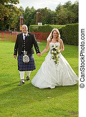 sonriente, recién casados