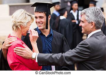 son's, orgulloso, graduación, ella, madre