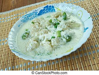 sopa de pescado, coliflor, cremoso