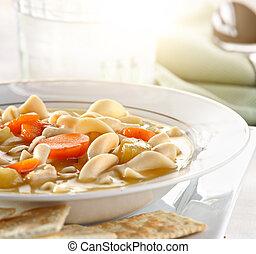 sopa noodle frango, closeup