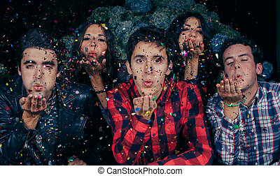 soplar, grupo, cámara, confeti, fiesta, amigos