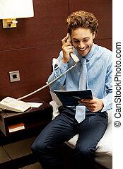 sopra, collocazione, gentiluomo, telefono, sorridente, ordine