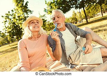 soprando, agradável, bolhas, envelhecido, sabonetes, homem
