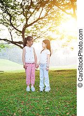 sorelle, esterno, portrait., asiatico