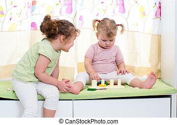 sorelle, gioco, dentro, bambini, insieme