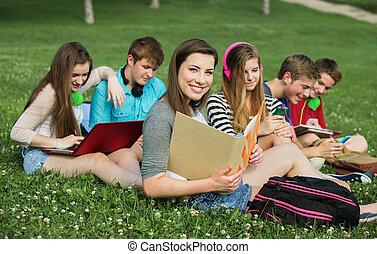 sorridente, amici, studente