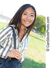 sorridente, camminare, ragazza, asiatico