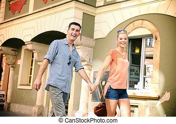 sorridente, coppia, giovane