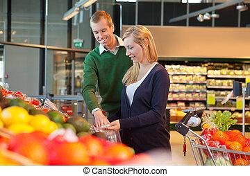 sorridente, coppia, in, shopping, negozio