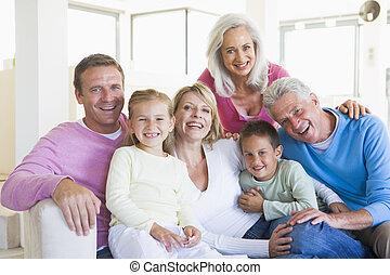 sorridente, dentro, famiglia, seduta