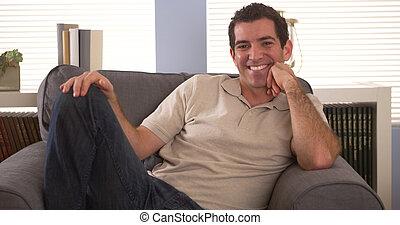 sorridente, divano, equipaggi seduta