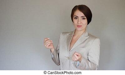 sorridente, donna d'affari, presentare, product., giovane, parlare, mostra, mani, a, il, product.