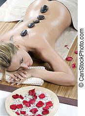sorridente, faccia femmina, -, pietra calda, massaggio, in, il, terme giorno