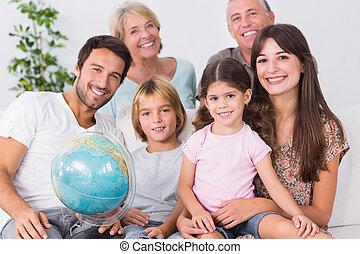 sorridente, famiglia, con, globo