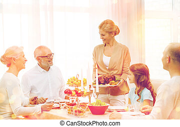 sorridente, famiglia, detenere, vacanza, cena, a casa