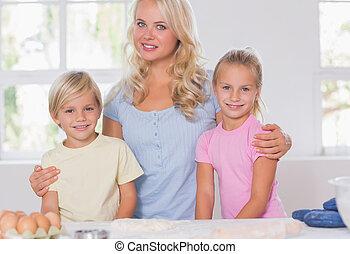 sorridente, macchina fotografica, biondo, famiglia