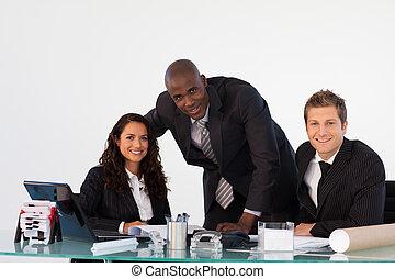 sorridente, macchina fotografica, ufficio, squadra affari