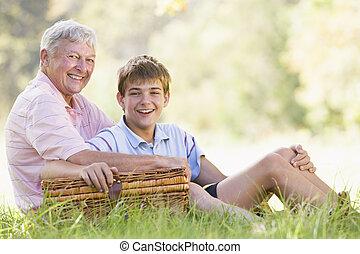 sorridente, picnic, nipote, nonno